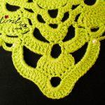 Colar de crochet verde, com pérolas