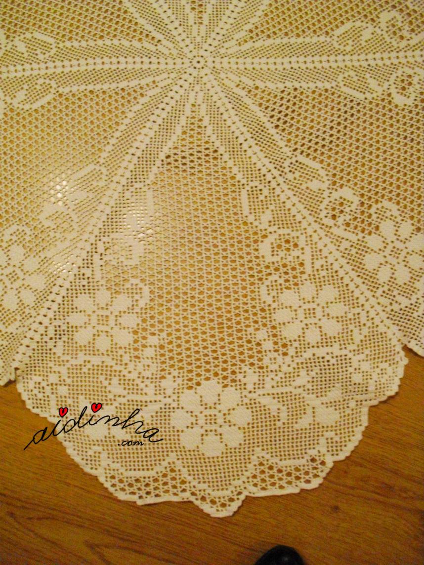 Foto de um dos gomos da toalha redonda de crochet