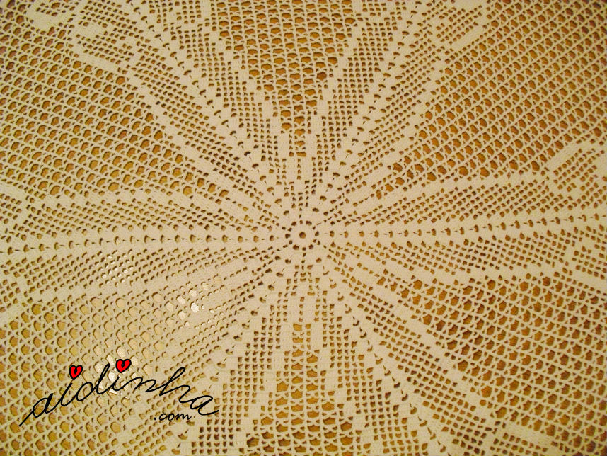 Centro da toalha redonda de crochet