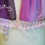 Écharpe em tons de roxo, com crochet lilás
