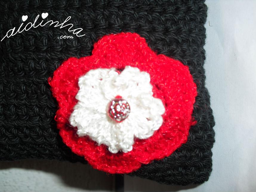 Flor de crochet da bolsa preta