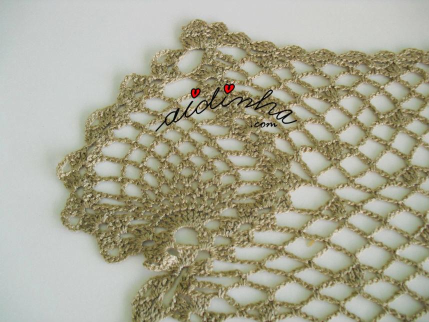 Foto do desenho da pinha da écharpe de crochet, na cor bronze
