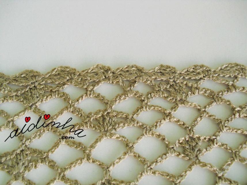 Remate das pontas da écharpe de crochet, na cor bronze