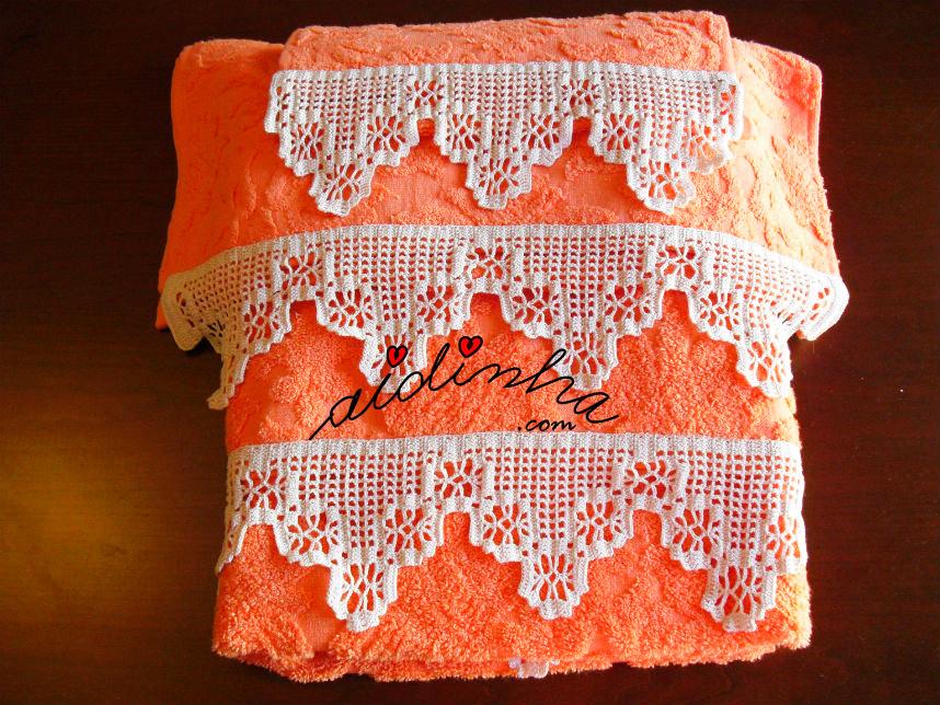 Conjunto de toalhas de banho laranja com renda creme