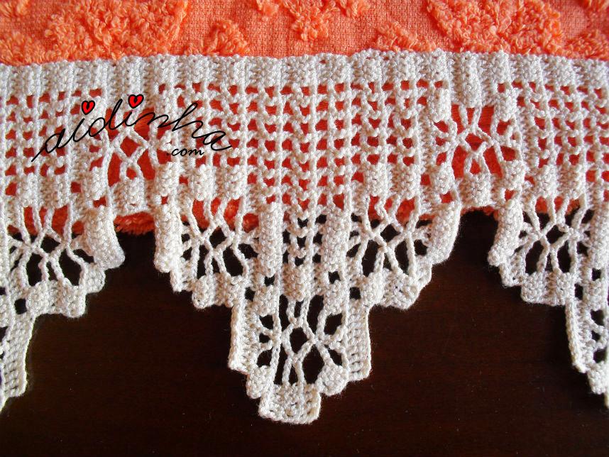 Pormenor da renda do conjunto de toalhas de banho laranja