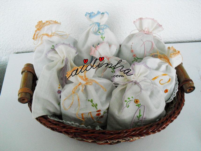 Conjunto de saquinhos de cheiro, bordados à máquina