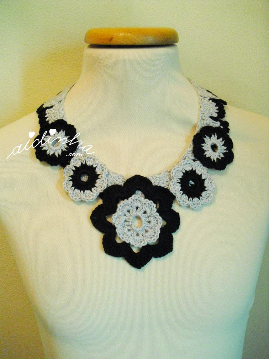 Colar de crochet, com flores, cinza e preto