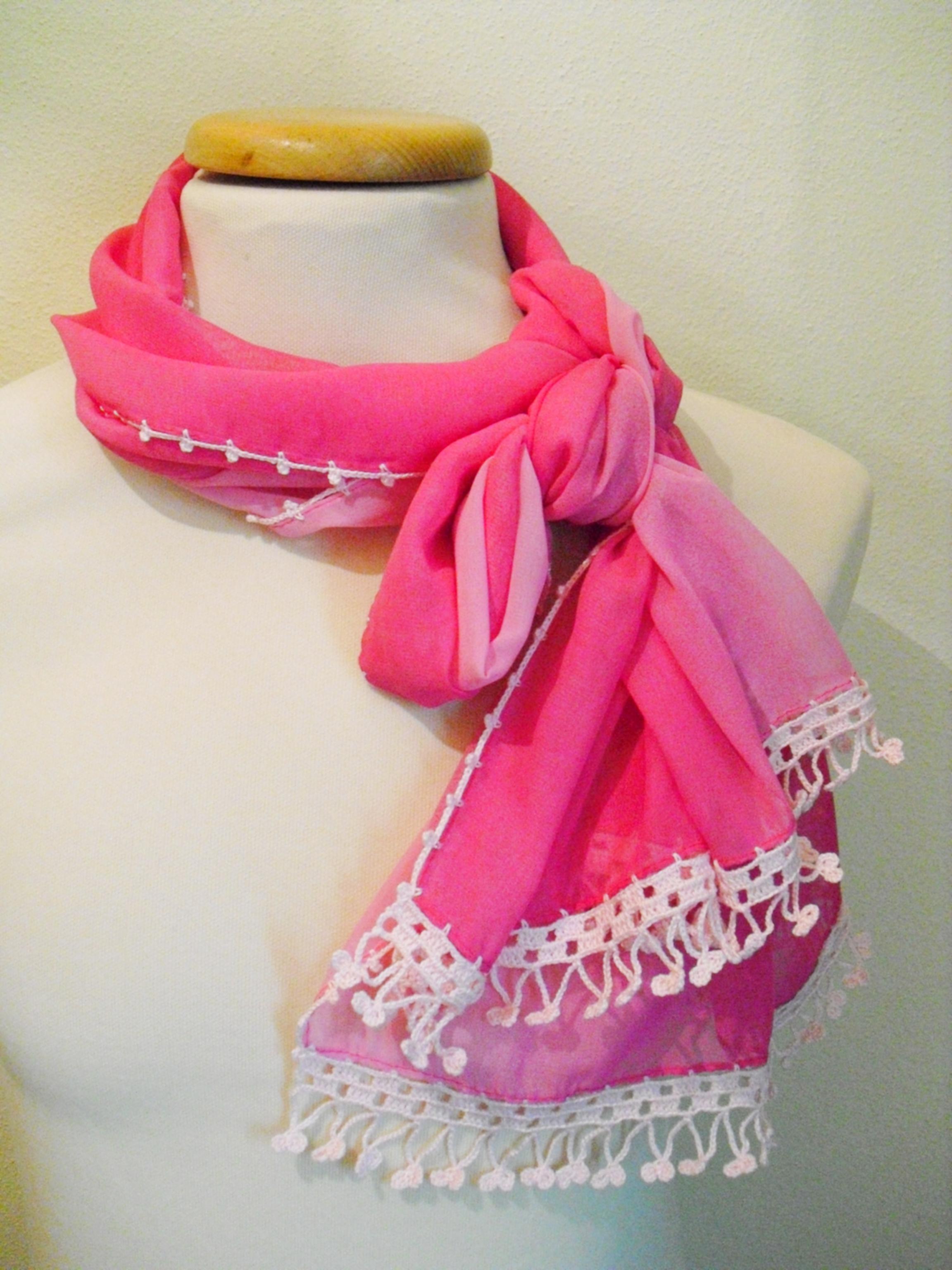 Écharpe rosa, costumizada com crochet