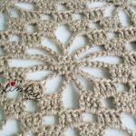Estola de crochet, na cor creme