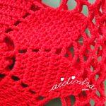 Bolsa de mão, em crochet, vermelha e com flor