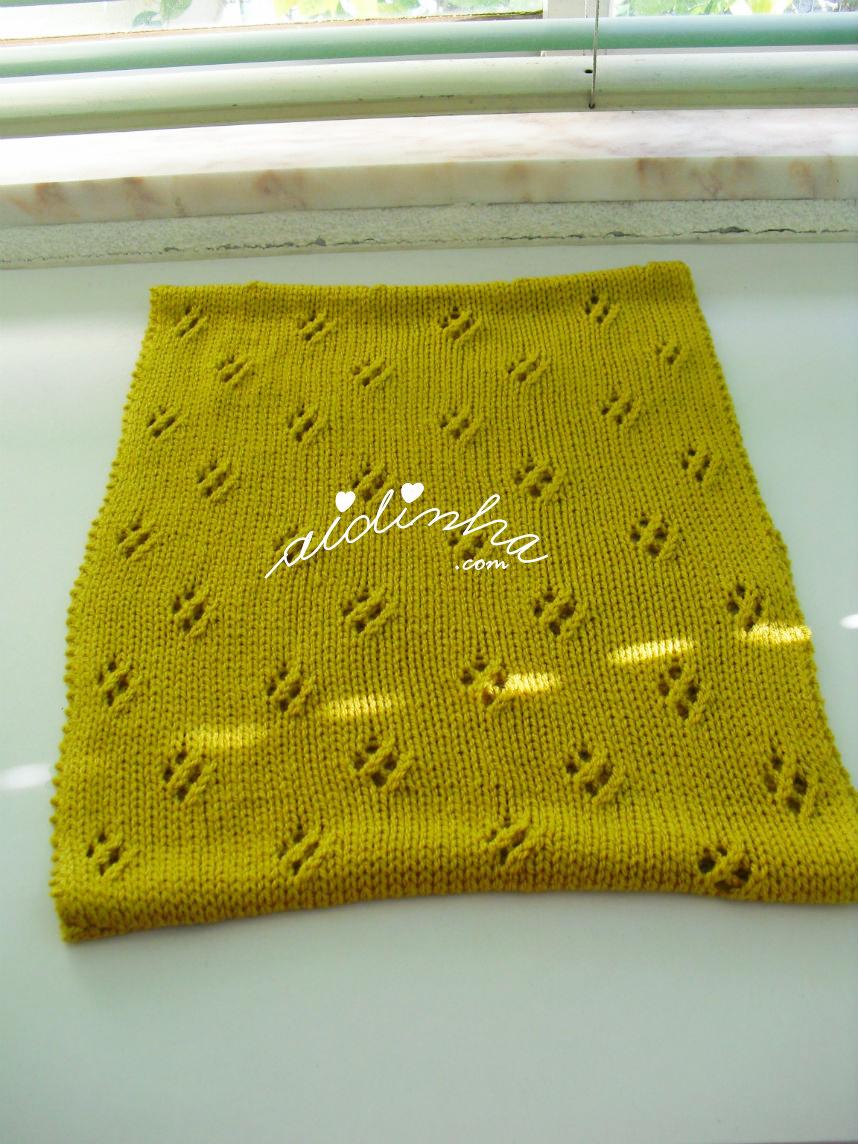 Outra foto da gola de tricô, na cor mostarda