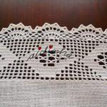 Centro quadrado, em linho e crochet