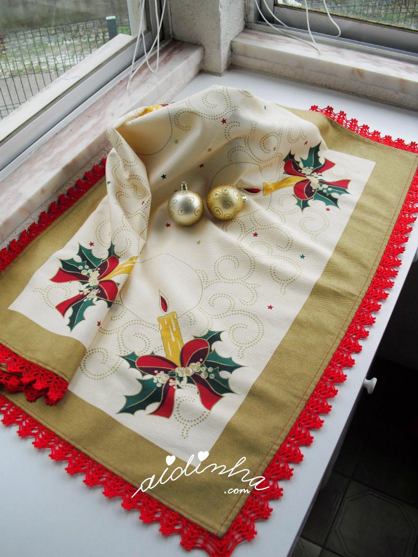 Toalhinha de Natal com crochet vermelho