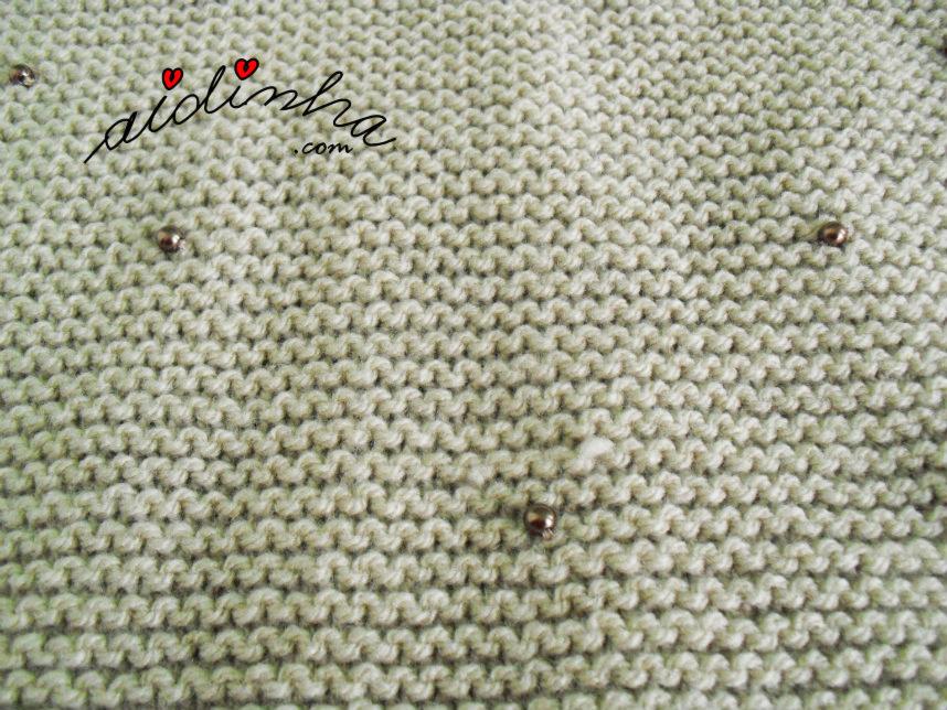 Gola de tricô, creme, com aplicação de pérolas