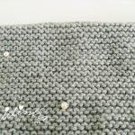 Gola de tricot, cinzenta com pérolas