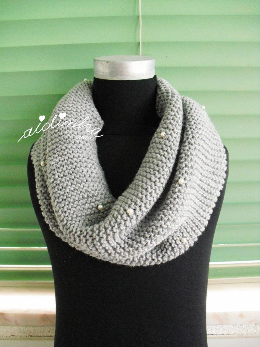 Gola de tricot, cinzenta, com pérolas
