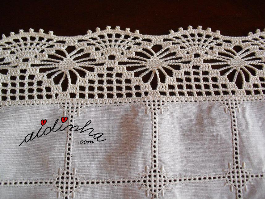 Pormenor do crochet do centro de linho e crochet