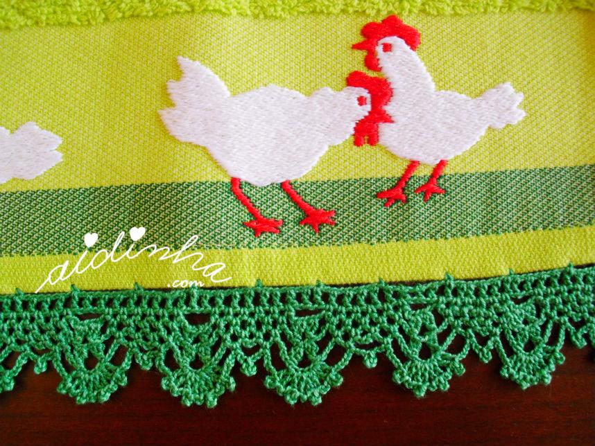 Foto do crochet do pano de cozinha, com galinhas