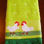 Pano de cozinha, com galinhas e crochet