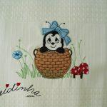 Conjunto de panos de cozinha, com joaninhas e barras de crochet