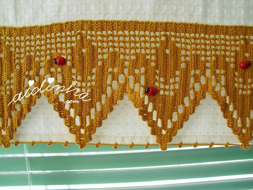 Foto do crochet aplicado no conjunto de cozinha
