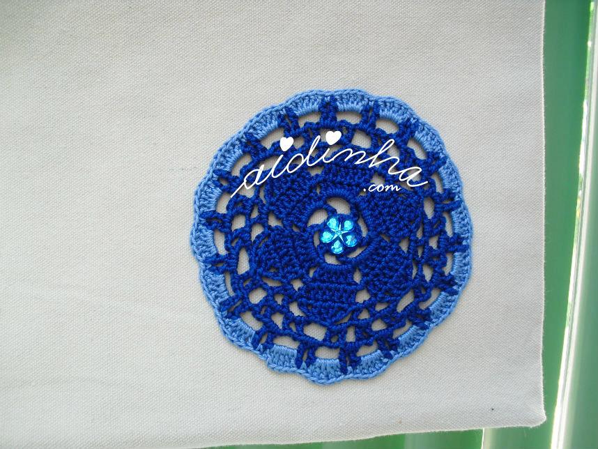 Roseta de crochet azulão e azul