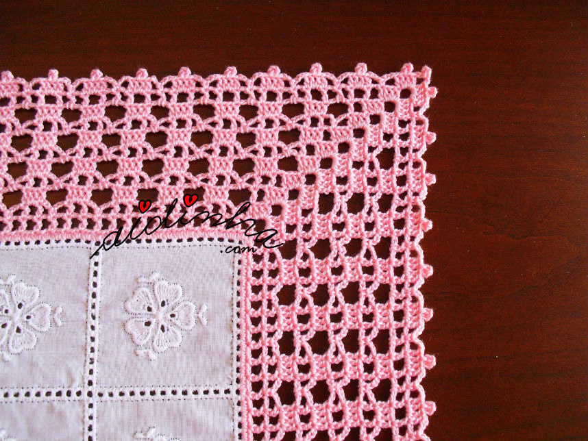 Pormenor do canto do conjunto de quarto com crochet