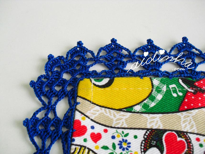 foto do ponto de crochet da toalha de mesa com sardinhas