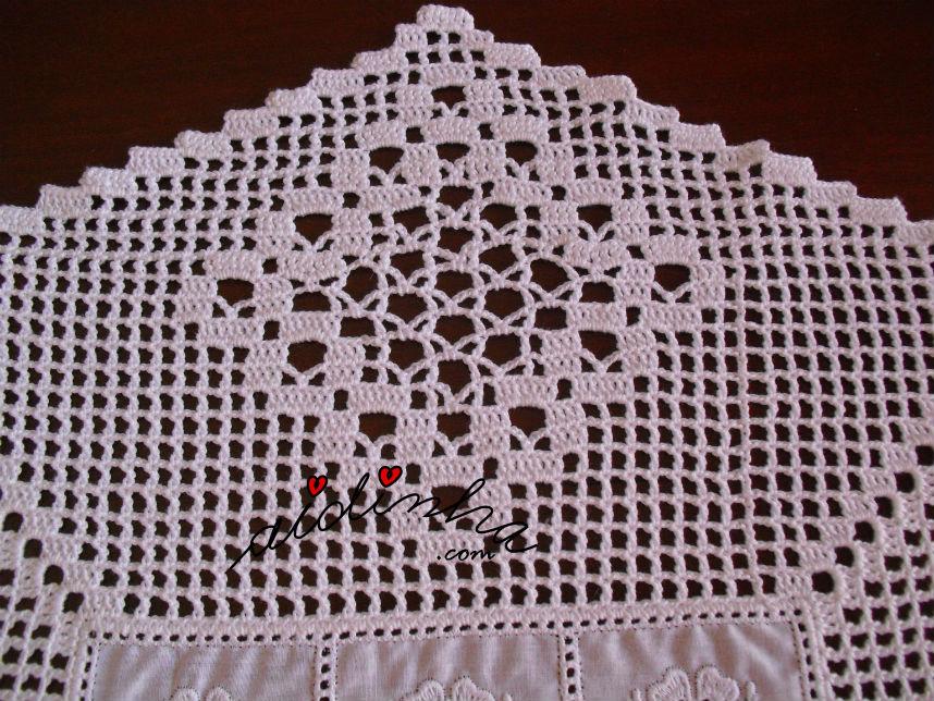 Motivo do crochet do centro em cambraia bordada e crochet