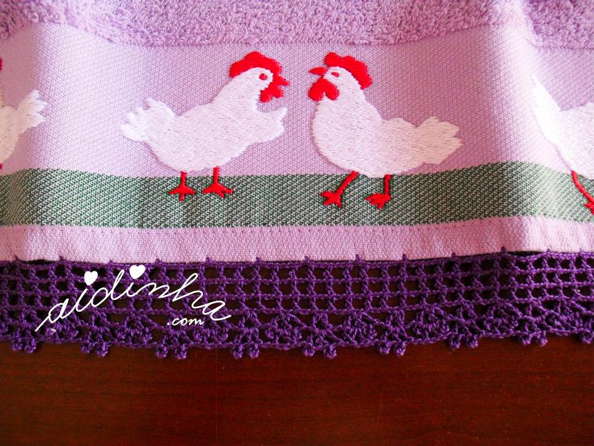 Pormenor do crochet roxo do pano de cozinha turco