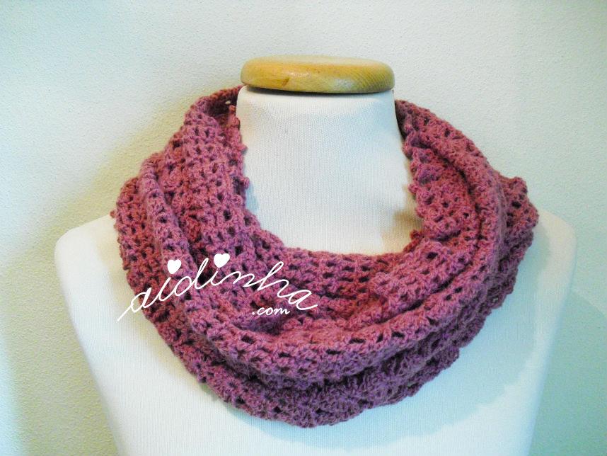 Gola de duas voltas, em crochet, na cor rosa velho