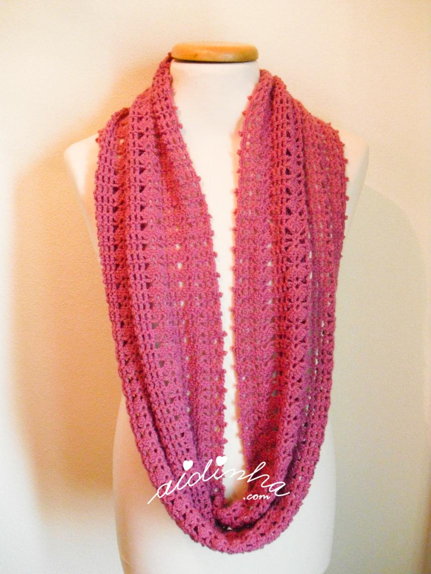 Foto da gola de crochet, rosa velho, sem estar enrolada