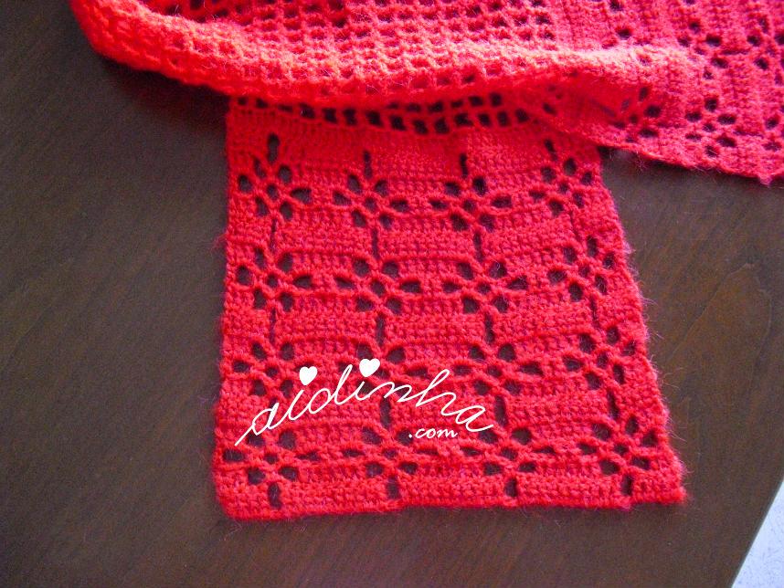 Ponto fantasia de crochet do cachecol vermelho