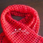Cachecol vermelho de crochet, com ponto fantasia