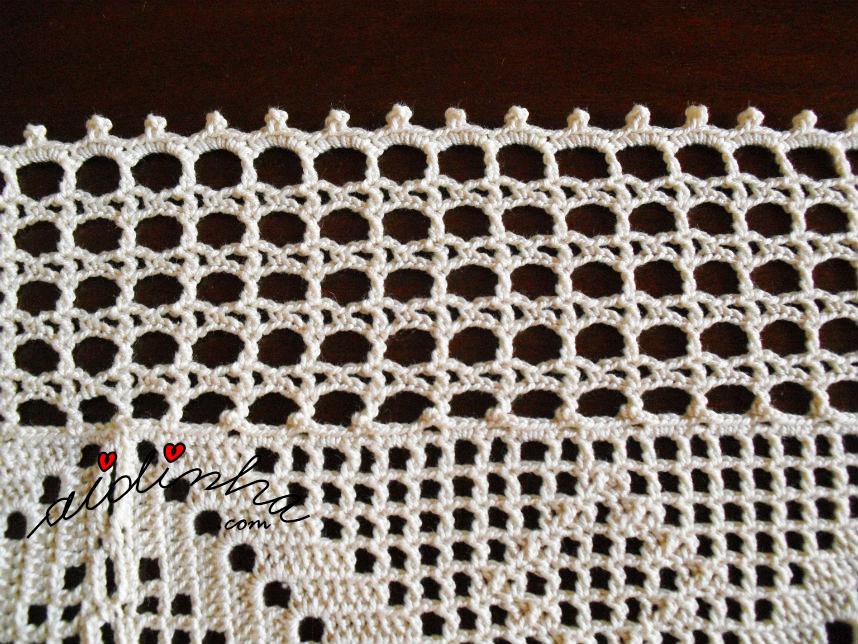 Voltas de remate do centro de quadradinhos de linho bordado e crochet