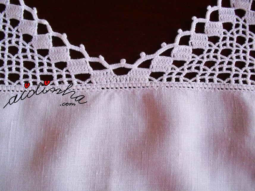 União dos bicos de crochet do centro em linho, bordado em máquina antiga a pedal