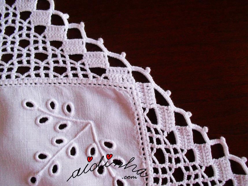 Lateral do bico de crochet do centro em linho