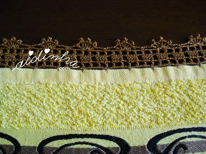 Pormenor do crochet do pano amarelo