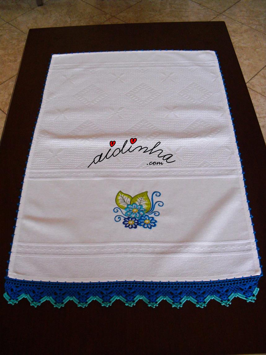 Outra foto do pano de cozinha, bordado e com crochet