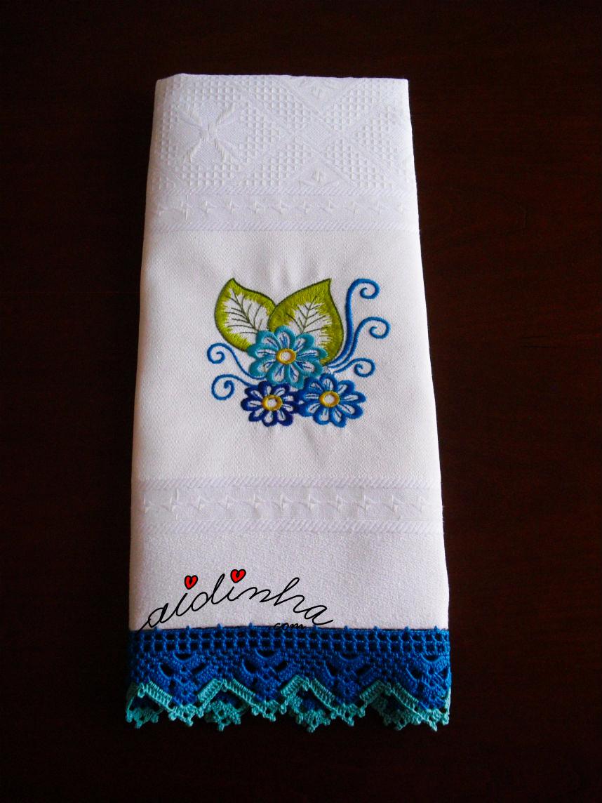 Pano de cozinha, bordado e com crochet