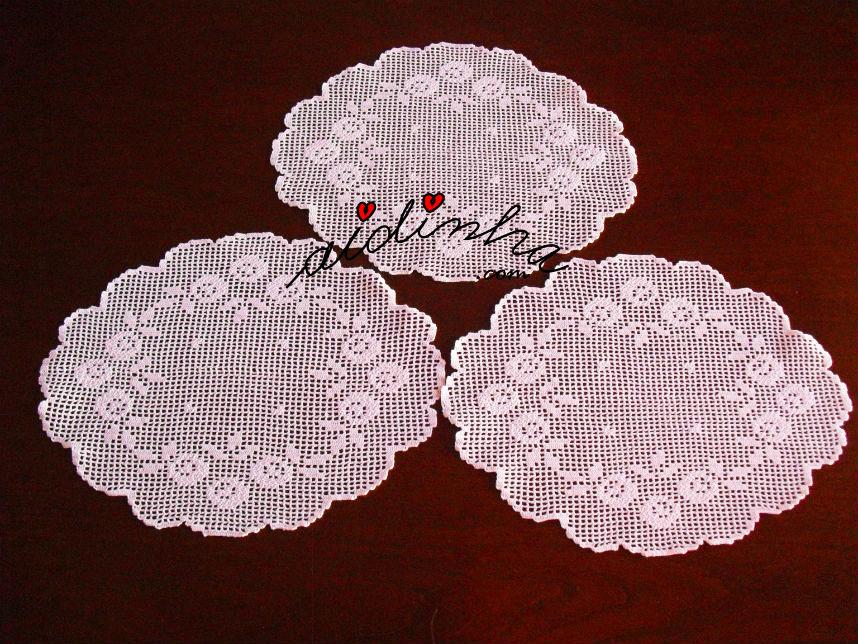 Centros em crochet, com rosinhas