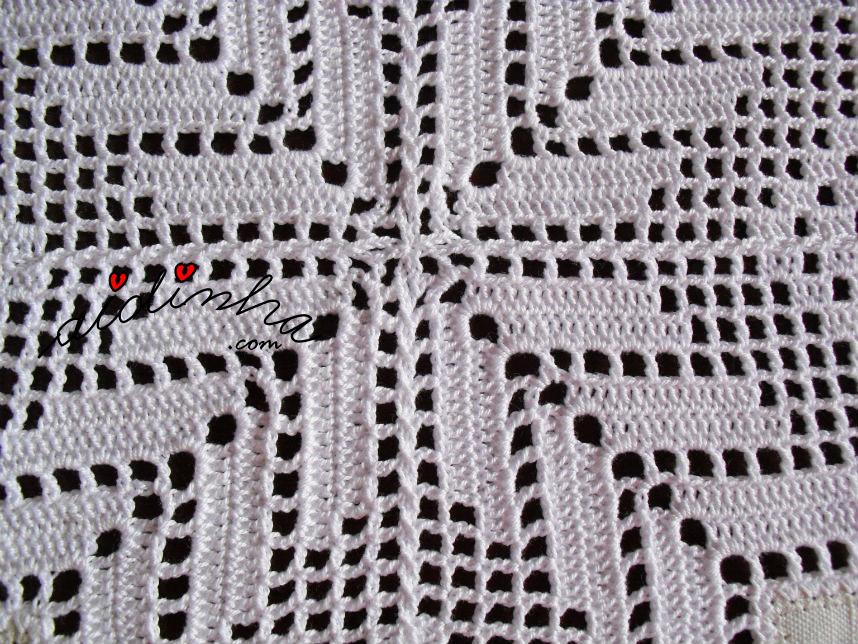 União dos quadrados do centro de linho e crochet, com bicos
