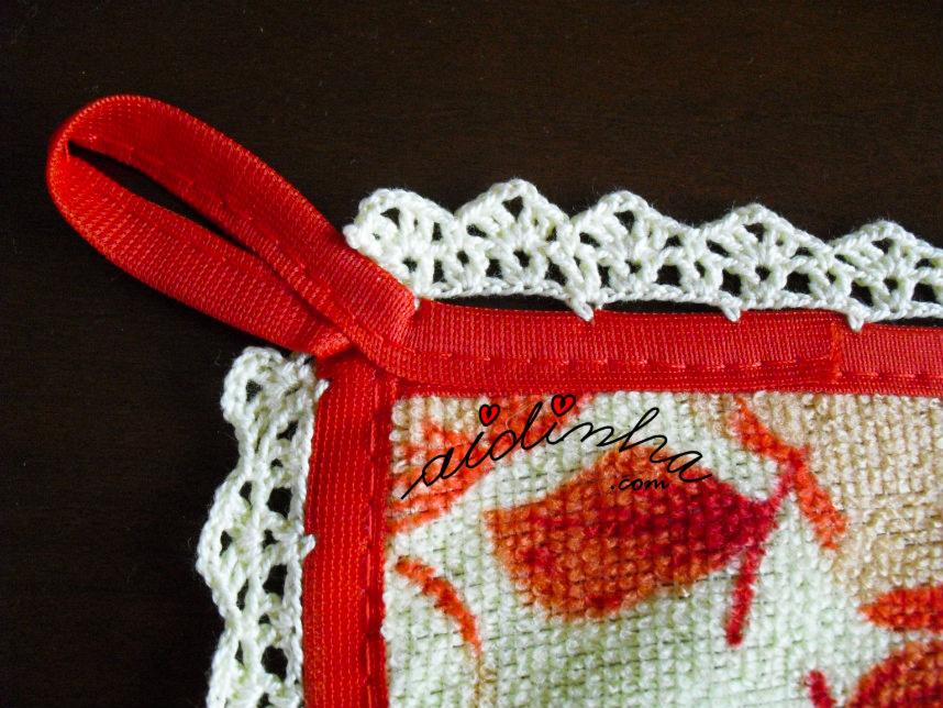 Pormenor do crochet do pano turco de cozinha com maçãs