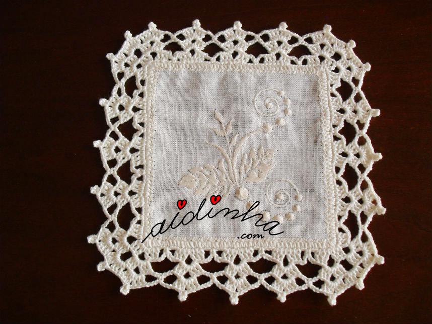 Porta-copos com crochet elaborado