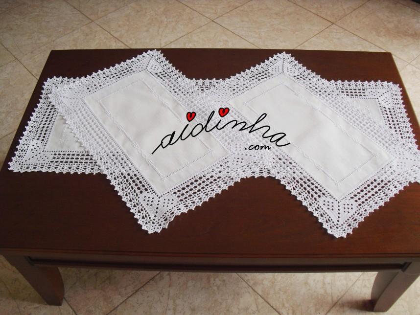 Conjunto de quarto em linho bordado e com crochet