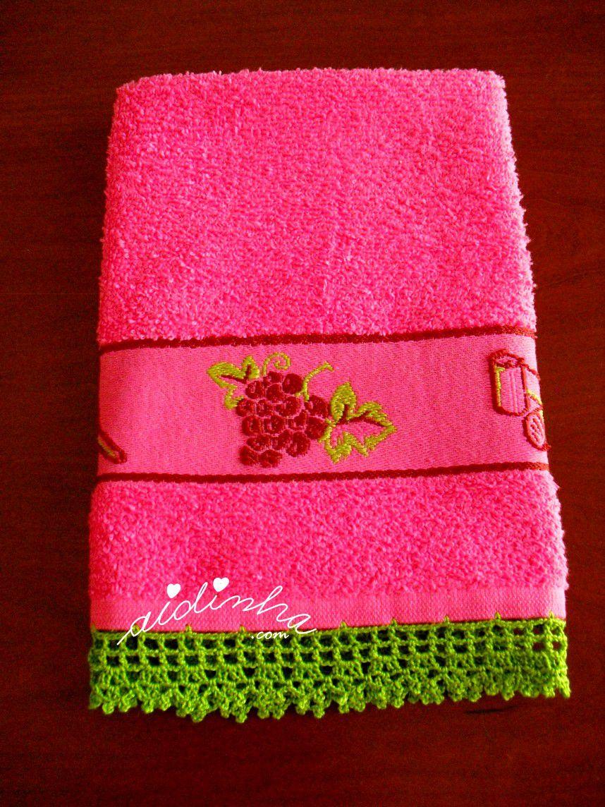 Outra foto do pano turco de cozinha rosa, com crochet