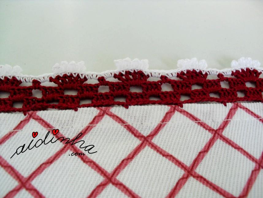 Pormenor do crochet da toalhinha bordeaux