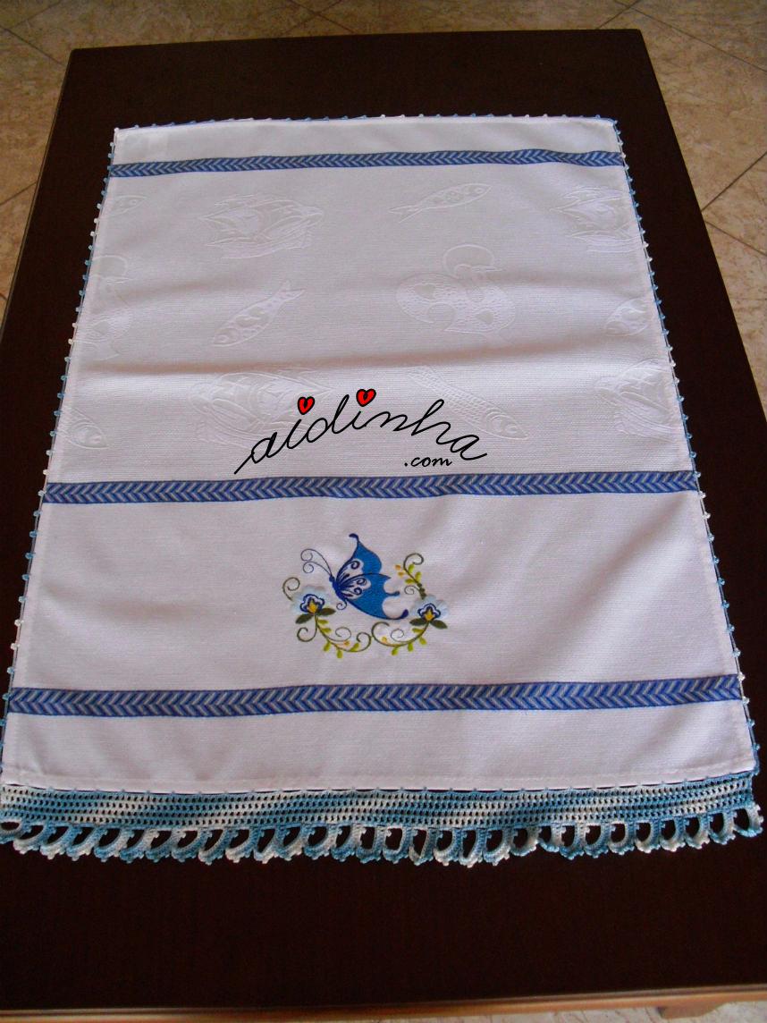 Pano da louça, bordado com borboleta e com crochet