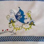Pano de cozinha, bordado com borboleta, e crochet