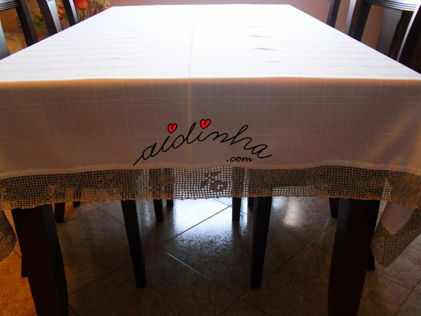 Vista geral da toalha de mesa, anti-nódoas com barra de crochet